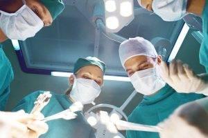Больничный лист после операции: длительность, сроки продления